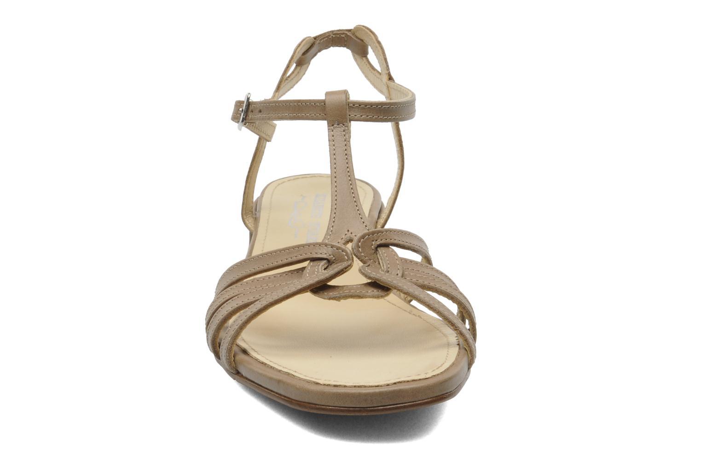 Sandales et nu-pieds Elizabeth Stuart Amelie Beige vue portées chaussures