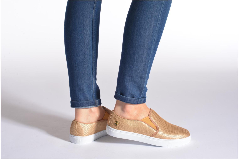 Sneaker Le temps des cerises Ava weinrot ansicht von unten / tasche getragen