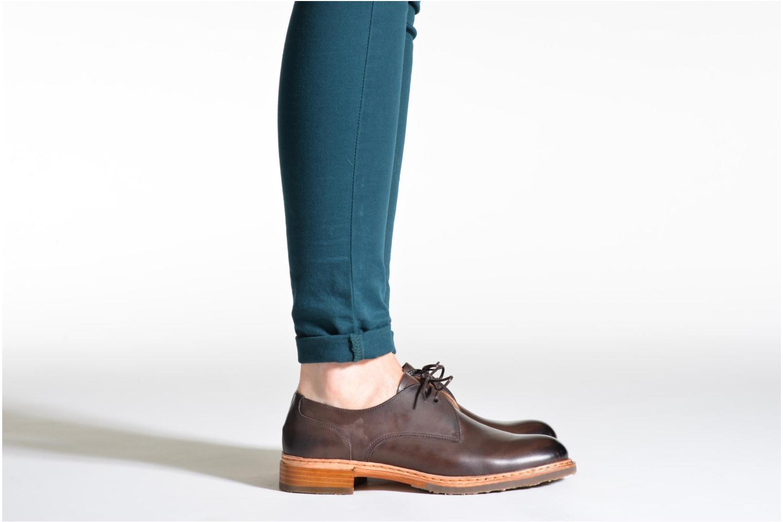 Chaussures à lacets Neosens Hondarribi S898 Marron vue bas / vue portée sac