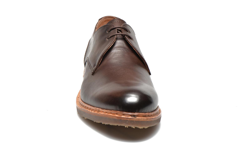 Zapatos con cordones Neosens Hondarribi S898 Marrón vista del modelo