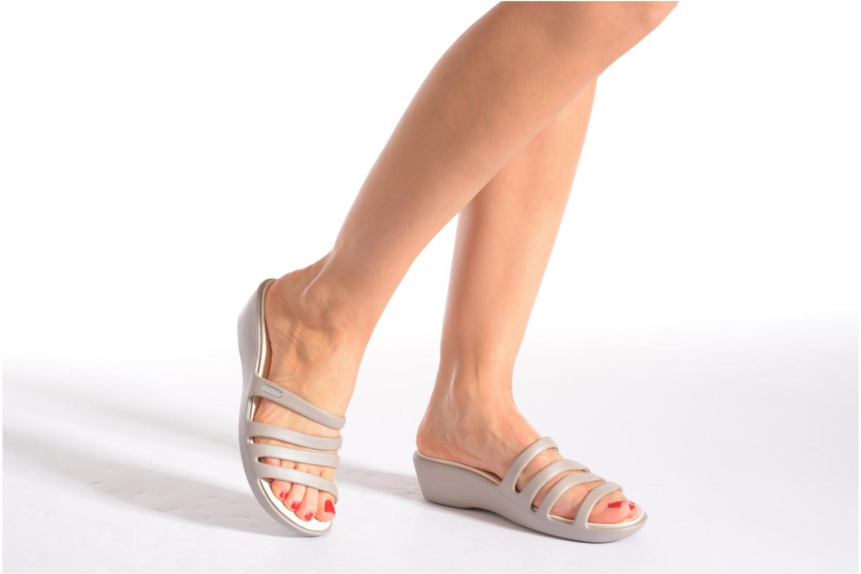 Clogs & Pantoletten Crocs Rhonda Wedge Sandal W braun ansicht von unten / tasche getragen