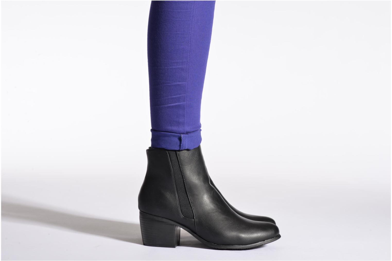 Stiefeletten & Boots Pieces Uma Chelsea schwarz ansicht von unten / tasche getragen