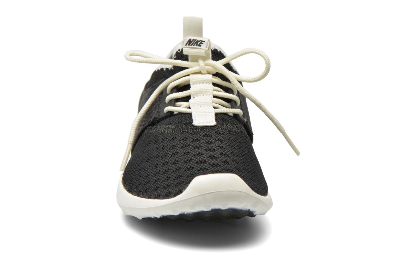 Baskets Nike Nike Juvenate Noir vue portées chaussures