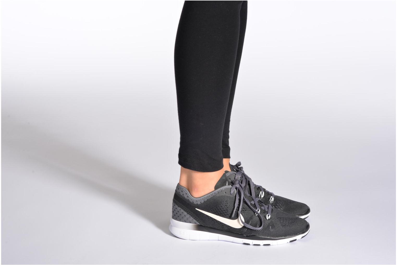 Sportschuhe Nike W Nike Free 5.0 Tr Fit 5 Brthe schwarz ansicht von unten / tasche getragen