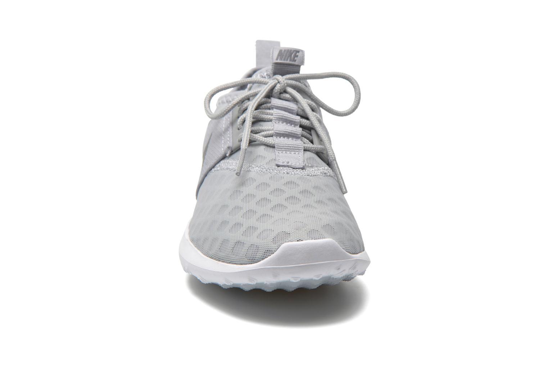 Deportivas Nike Wmns Nike Juvenate Gris vista del modelo