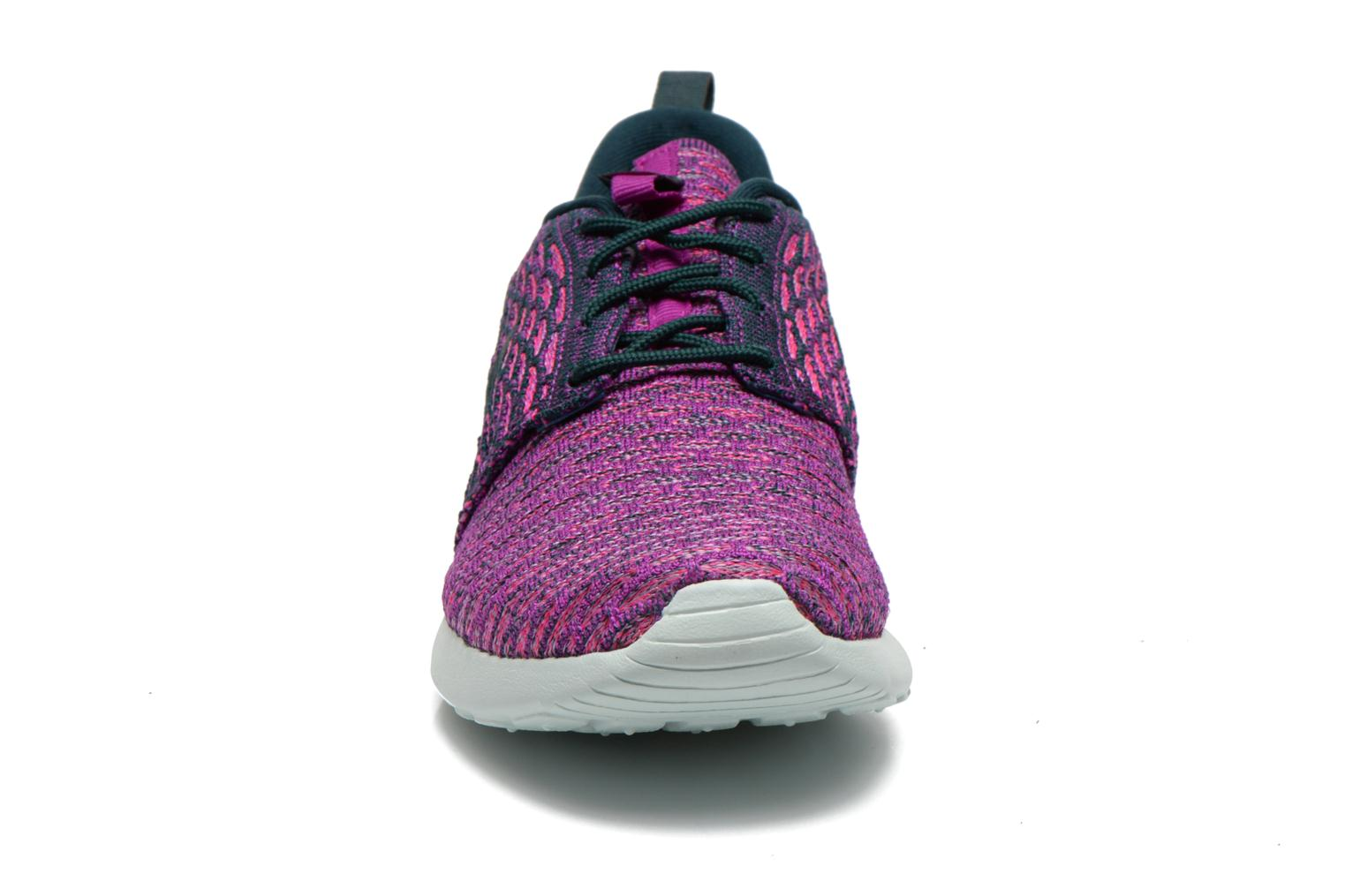 Baskets Nike Wmns Roshe One Flyknit Violet vue portées chaussures