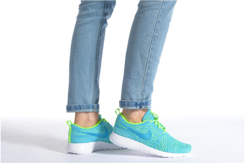 Sneaker Nike Wmns Roshe One Flyknit lila ansicht von unten / tasche getragen