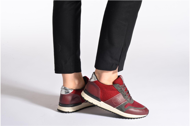 Sneaker No Name Cosmo Jogger weinrot ansicht von unten / tasche getragen