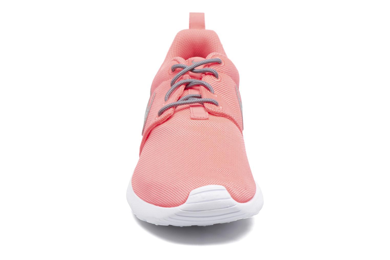 Sneakers Nike NIKE ROSHE ONE (GS) Arancione modello indossato
