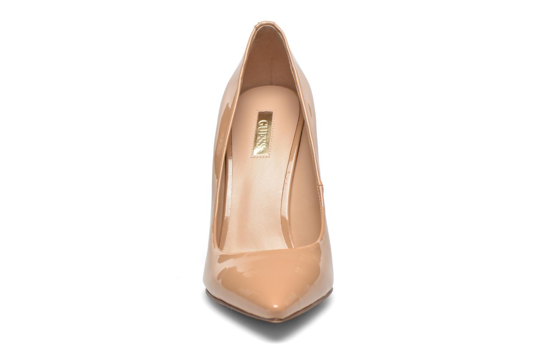 Escarpins Guess Plasmia 5 Beige vue portées chaussures