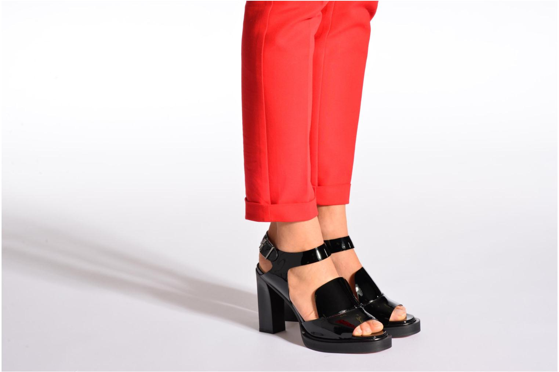 Sandales et nu-pieds Carven Dwina Noir vue bas / vue portée sac