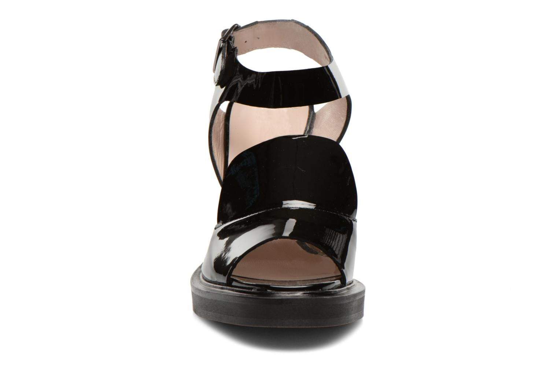Sandales et nu-pieds Carven Dwina Noir vue portées chaussures