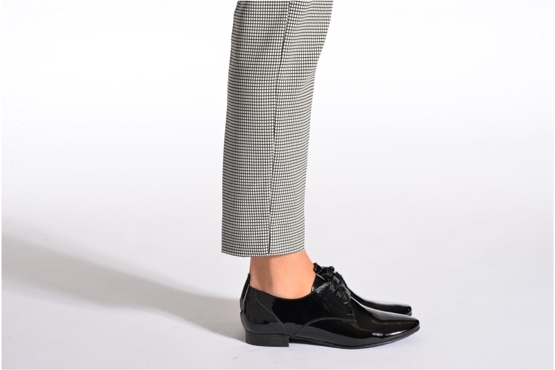 Chaussures à lacets Coco et abricot Brenda Noir vue bas / vue portée sac