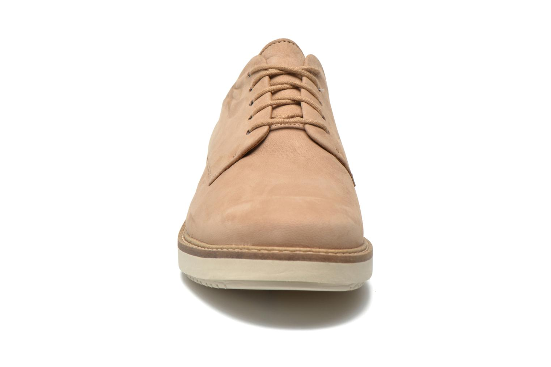 Chaussures à lacets Clarks Glick Darby Beige vue portées chaussures