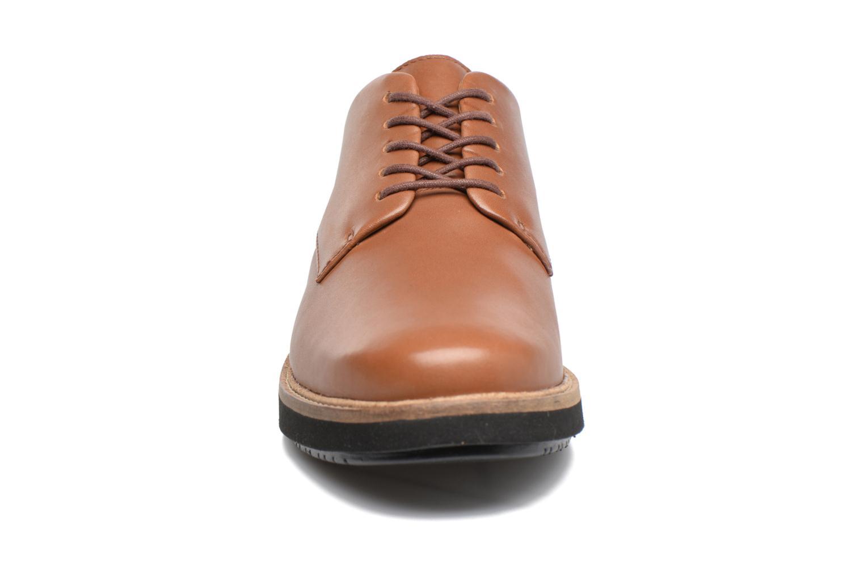 Chaussures à lacets Clarks Glick Darby Marron vue portées chaussures