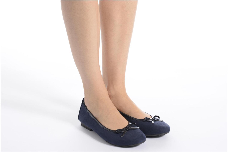 Ballerinas Jana shoes Aciego braun ansicht von unten / tasche getragen