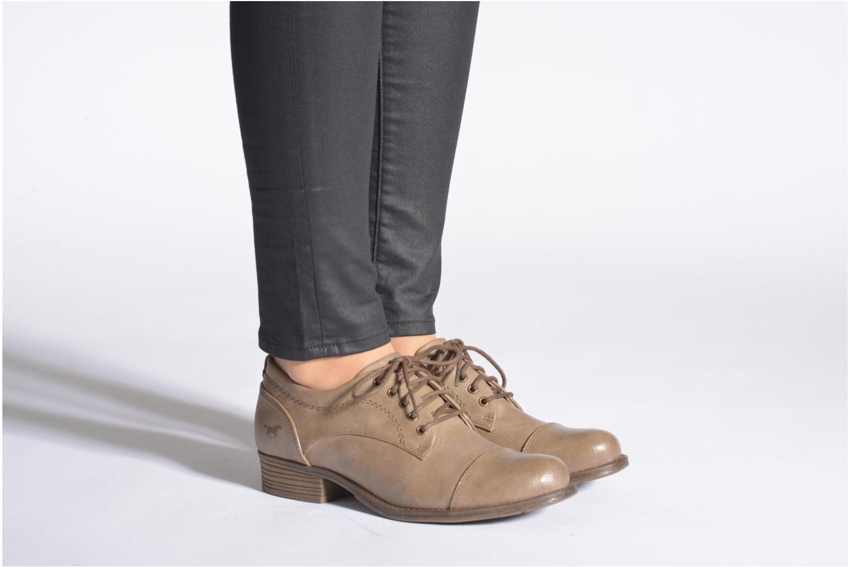 Chaussures à lacets Mustang shoes Ulris Beige vue bas / vue portée sac