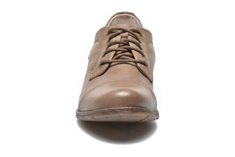 Chaussures à lacets Mustang shoes Ulris Beige vue portées chaussures