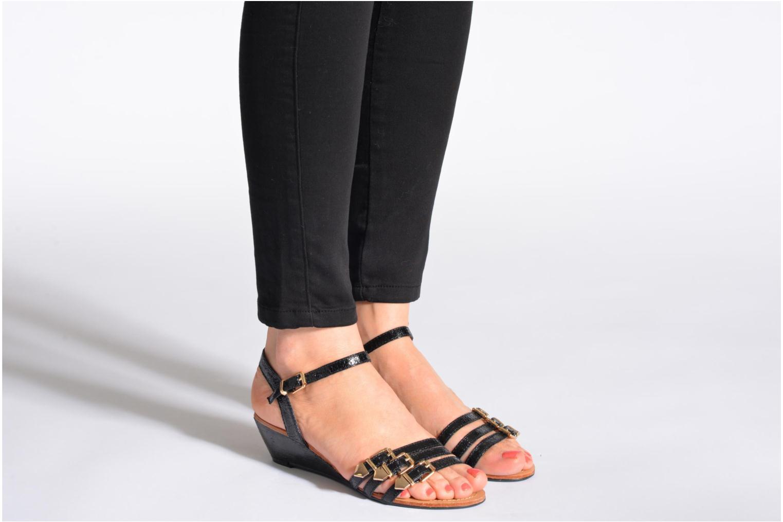 Sandales et nu-pieds Divine Factory Eliza Noir vue bas / vue portée sac