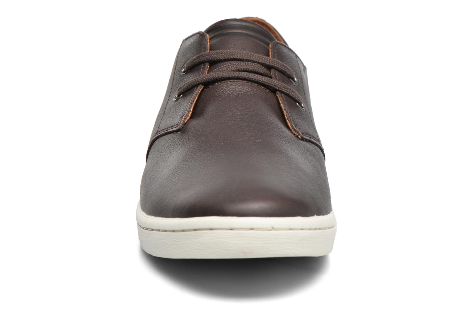 Baskets Fred Perry Byron Low Suede Marron vue portées chaussures