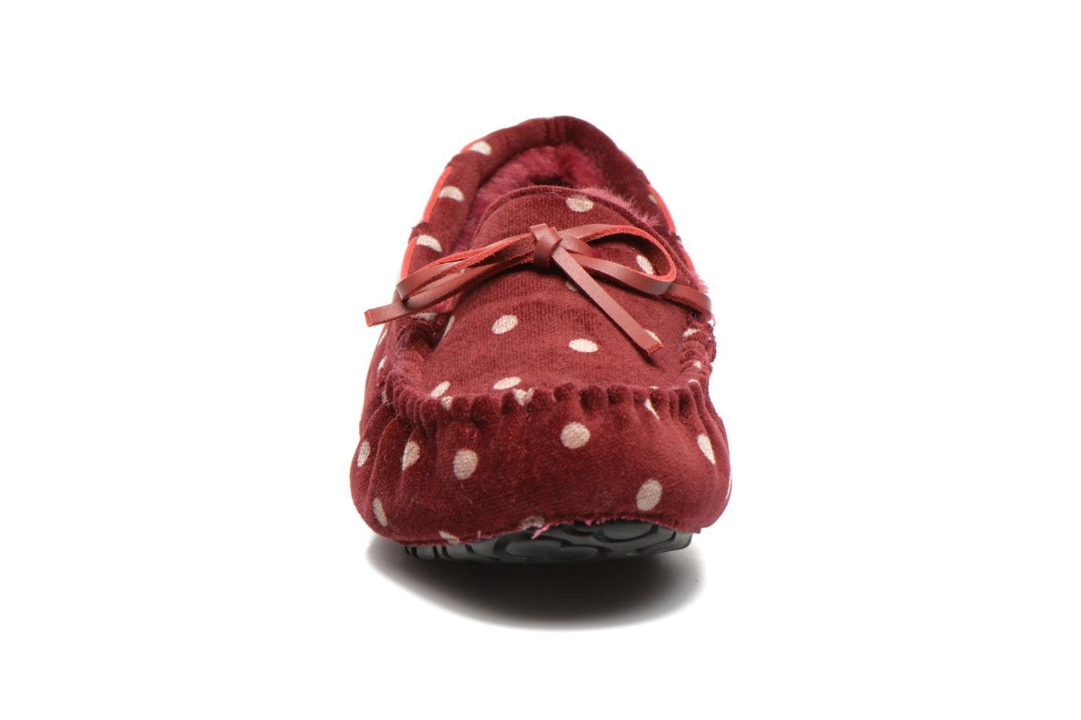 Chaussons Ruby Brown Mae Rouge vue portées chaussures