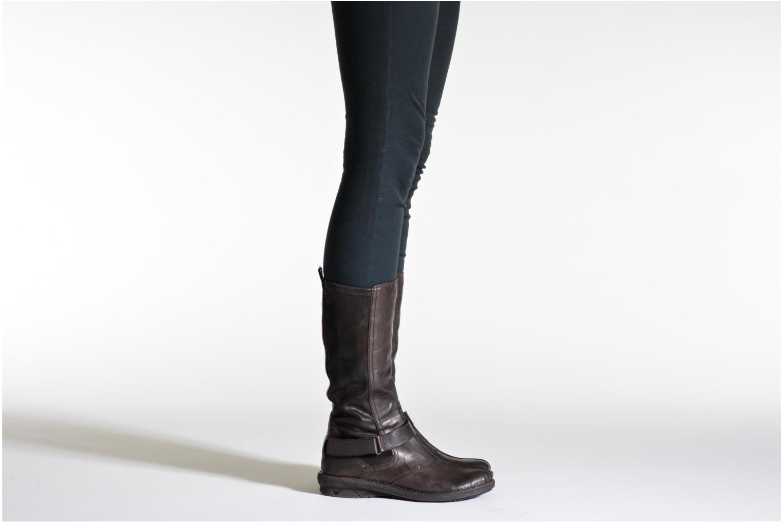 Stiefel Khrio Reandria braun ansicht von unten / tasche getragen