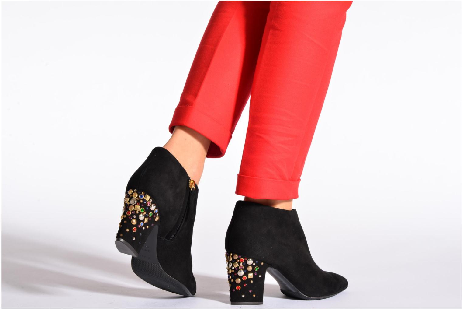 Ankle boots Vicini Bottines talon bijoux Black view from underneath / model view
