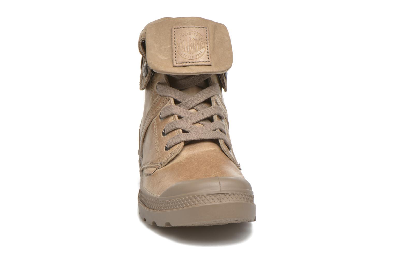 Sneakers Palladium Pallabrousse Baggy L2 U W Brun bild av skorna på
