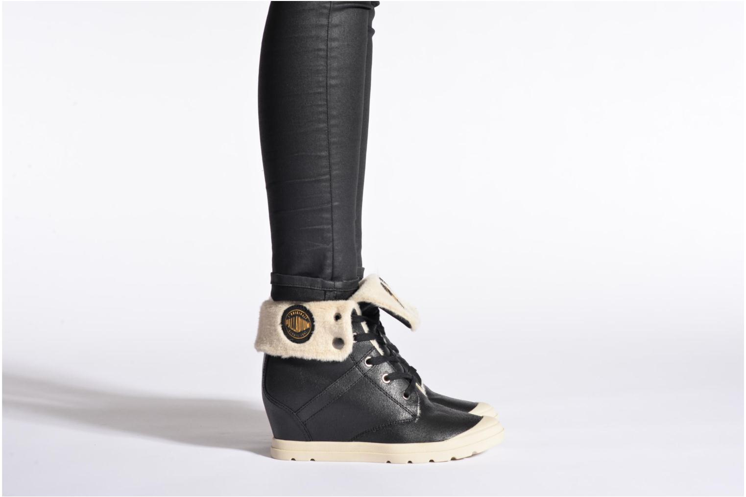 Ankle boots Palladium Ecuador Pilot Black view from underneath / model view