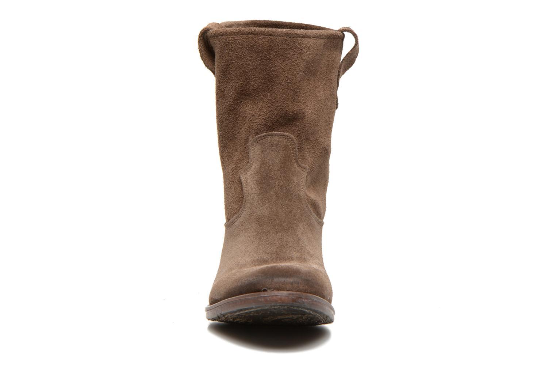 Bottines et boots Eden AMALIA Marron vue portées chaussures