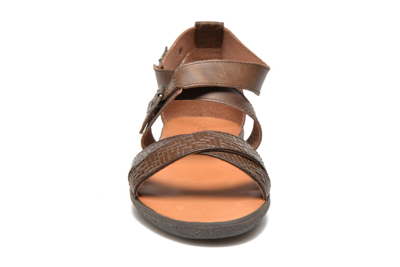 Sandales et nu-pieds Kickers Hycross Marron vue portées chaussures