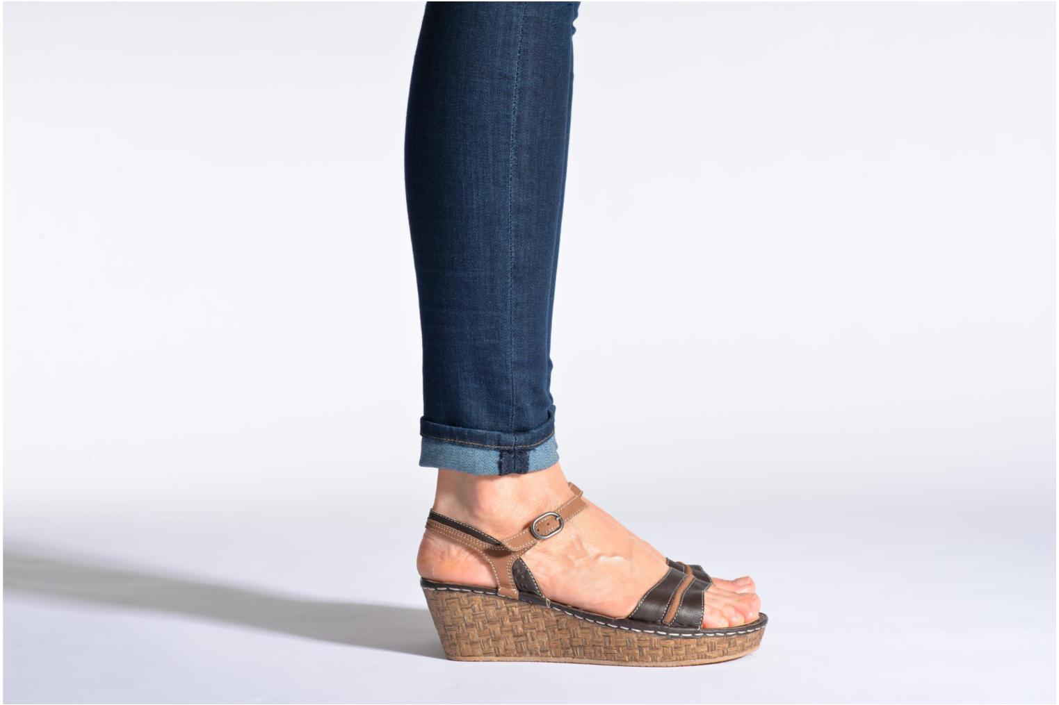 Sandals TBS Alican Beige view from underneath / model view