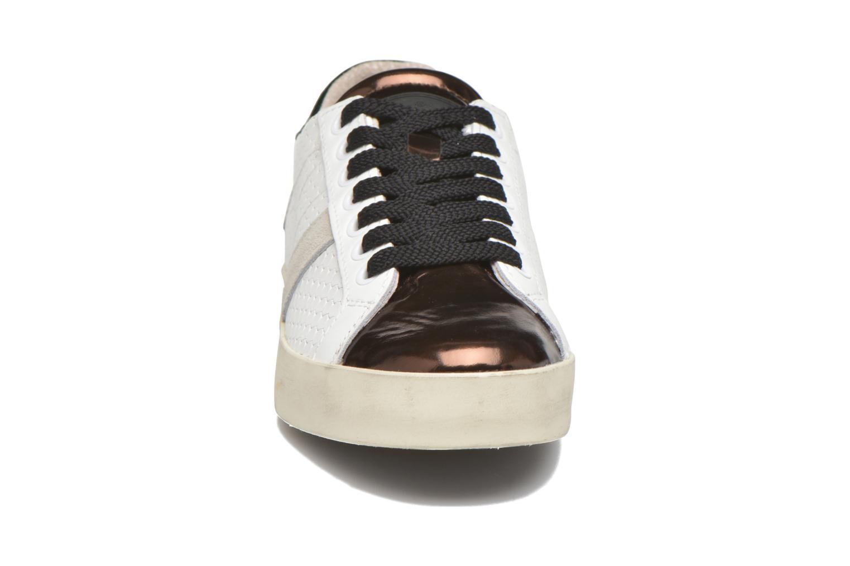 Sneakers D.A.T.E Hill Low Pong Bianco modello indossato