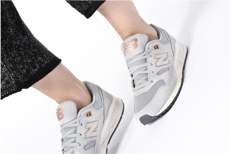 Sneaker New Balance W530 weiß ansicht von unten / tasche getragen