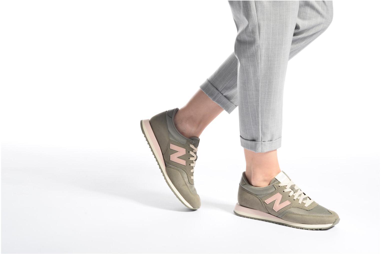 Sneaker New Balance CW620 weiß ansicht von unten / tasche getragen