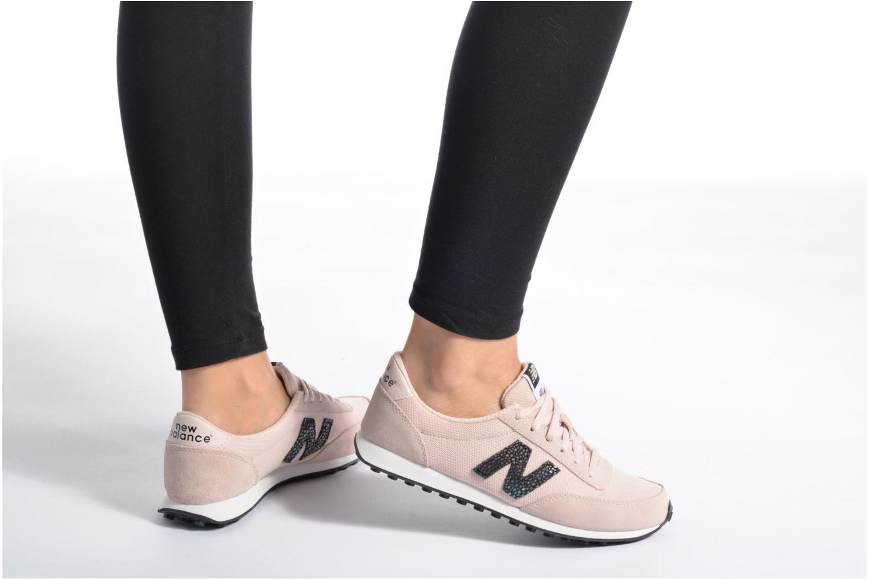 Sneaker New Balance WL410 schwarz ansicht von unten / tasche getragen