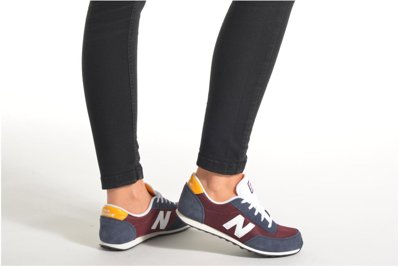 Sneaker New Balance KL410 J lila ansicht von unten / tasche getragen