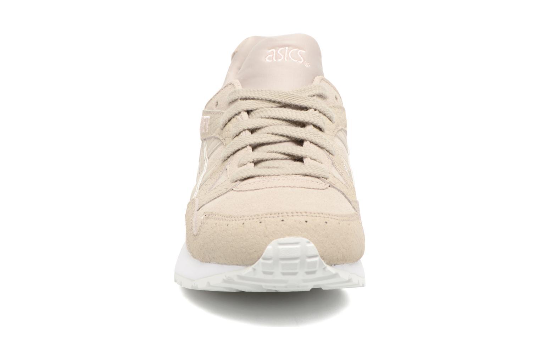 Baskets Asics Gel-Lyte V W Beige vue portées chaussures