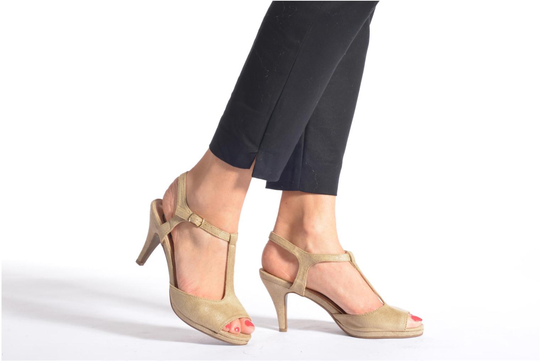 Sandals Refresh Wanita Black view from underneath / model view