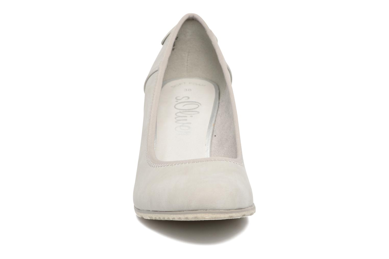 Zapatos de tacón S.Oliver Nyelle Gris vista del modelo