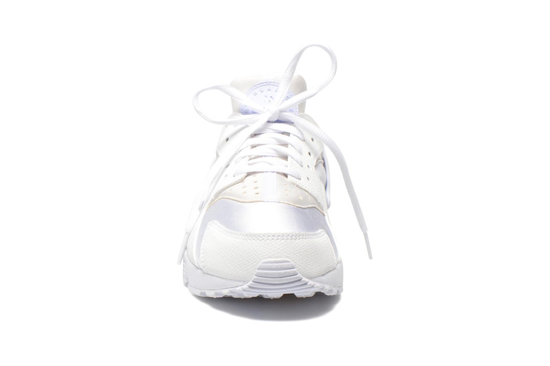 Baskets Nike Wmns Air Huarache Run Blanc vue portées chaussures