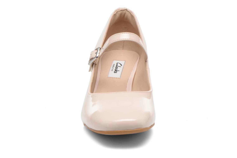 Escarpins Clarks Chinaberry Pop Beige vue portées chaussures