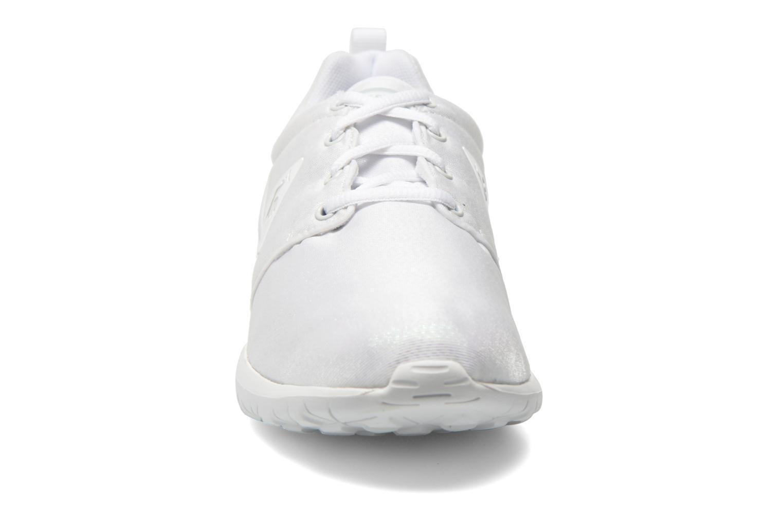 Baskets Le Coq Sportif Dynacomf W Iridescent Blanc vue portées chaussures