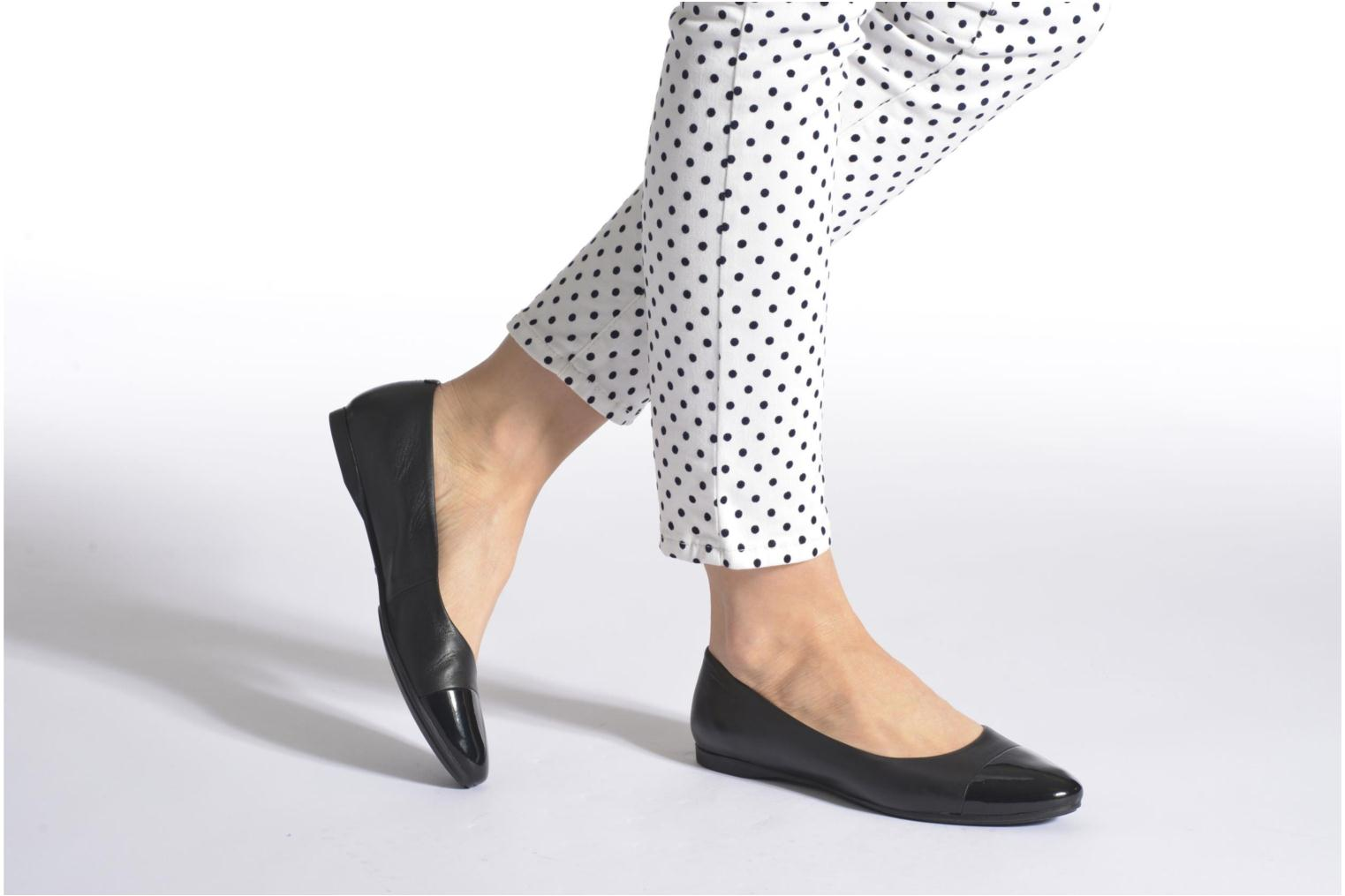 Ballet pumps Vagabond Shoemakers Savannah 4306-302 Black view from underneath / model view