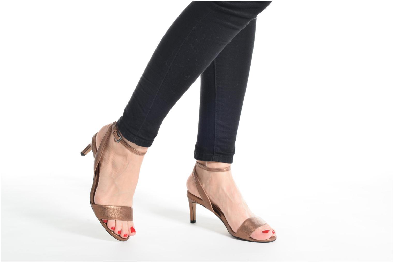 Sandales et nu-pieds Clarks Amali Jewel Noir vue bas / vue portée sac