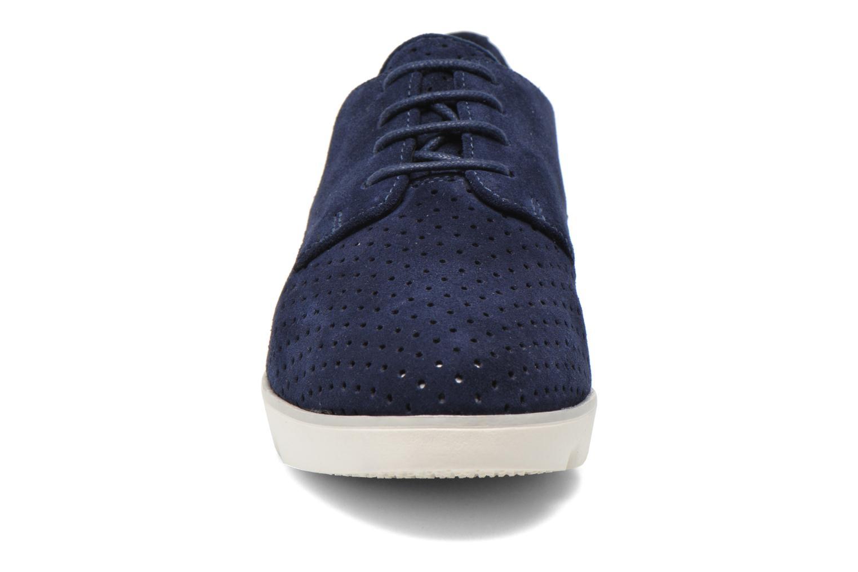 Scarpe con lacci Clarks Evie Bow Azzurro modello indossato