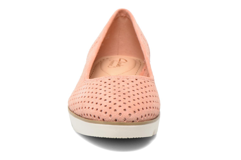 Ballet pumps Clarks Evie Buzz Pink model view