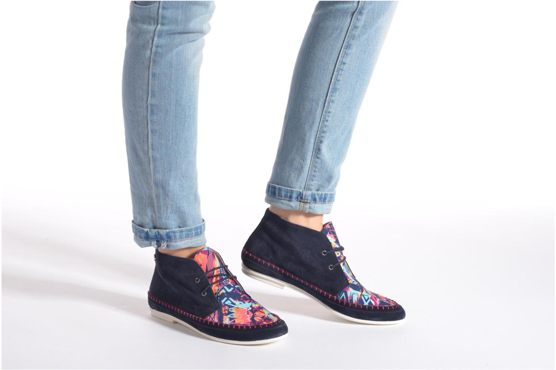 Schnürschuhe Yum Gum Nicki mehrfarbig ansicht von unten / tasche getragen