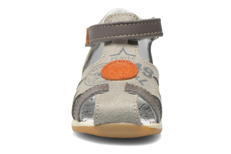 Sandales et nu-pieds Bopy Zook Gris vue portées chaussures