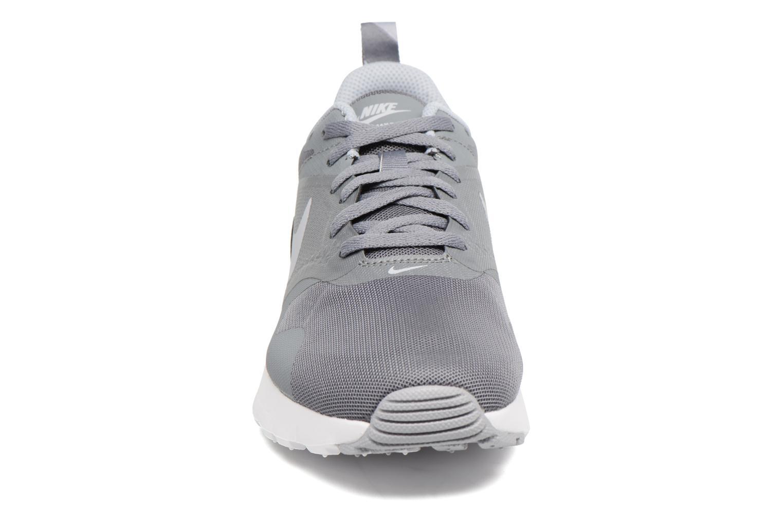 Baskets Nike Air Max Tavas (Gs) Gris vue portées chaussures